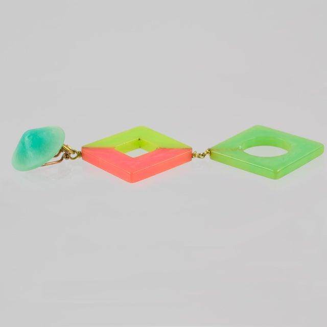 Pop Art Bakelite Dangling Clip on Earrings Tutti Frutti Pastel Colors For Sale - Image 4 of 6