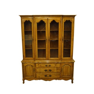 Thomasville Furniture Tableau Collection Country French Provincial China Cabinet For Sale