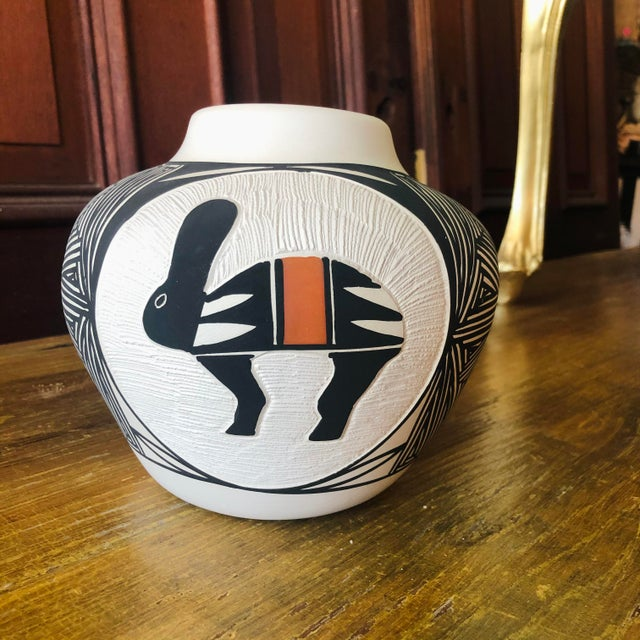 Vintage Acoma Hare Native American Indian Pottery Pot Signed DWaconda For Sale - Image 9 of 9
