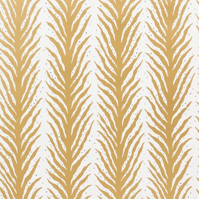 Schumacher Sample - Schumacher X Celerie Kemble Creeping FernWallpaper in Gold For Sale - Image 4 of 4