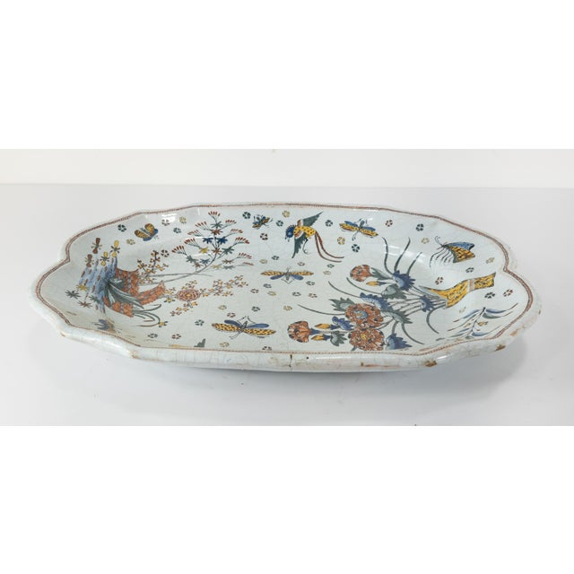 French or Dutch Faience Delft Polychrome Chinoiserie Platter For Sale - Image 4 of 10