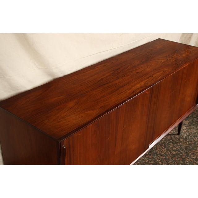 Mid Century Danish Modern Rosewood Sideboard by Henry Rosengren Hansen for Brande Mobelindustri For Sale In New York - Image 6 of 11