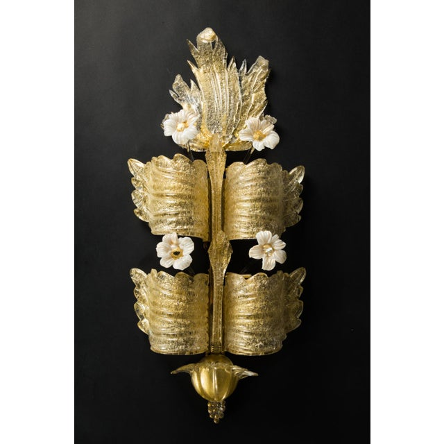 Tiered pale gold Murano sconce by Barovier e Toso, circa 1930s, fitted with four E14 sockets.