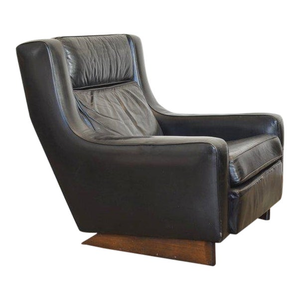 Vintage Black Leather Comfortable XL Lounge Chair For Sale