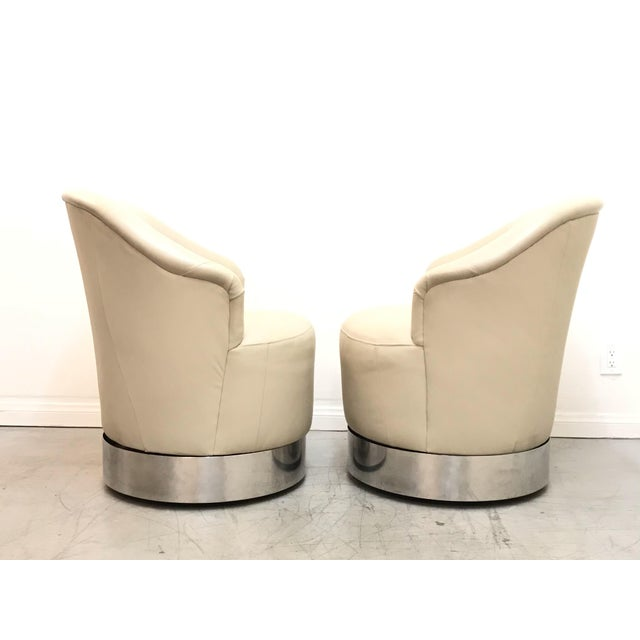 Hollywood Regency 1980s Vintage J. Robert Scott Leather and Chrome Barrel Chairs- A Pair For Sale - Image 3 of 12