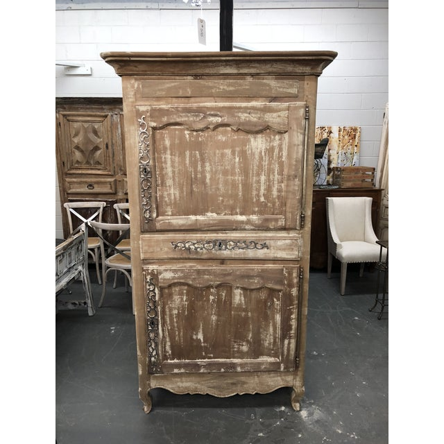 19th C. French Louis XV Walnut Bonnetiere For Sale In Atlanta - Image 6 of 6