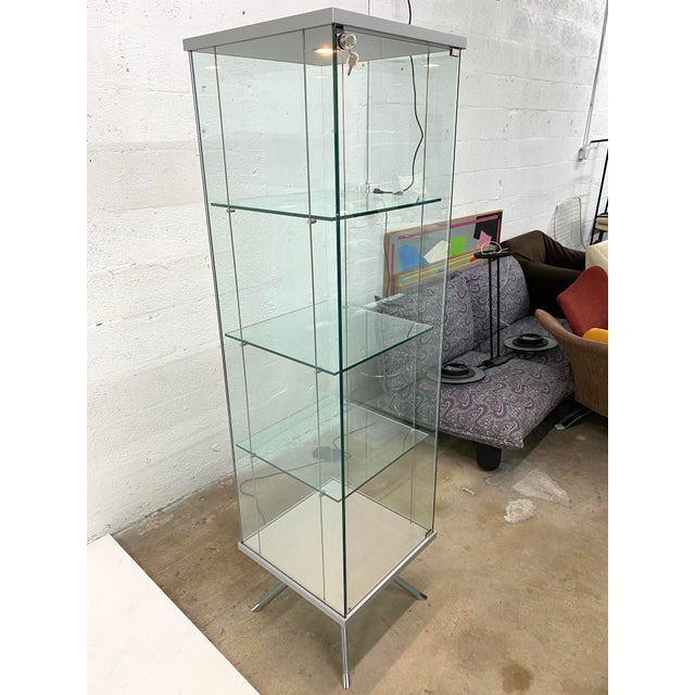 Contemporary Contemporary Glass Curio / Vitrine With Spot Lamp For Sale - Image 3 of 13
