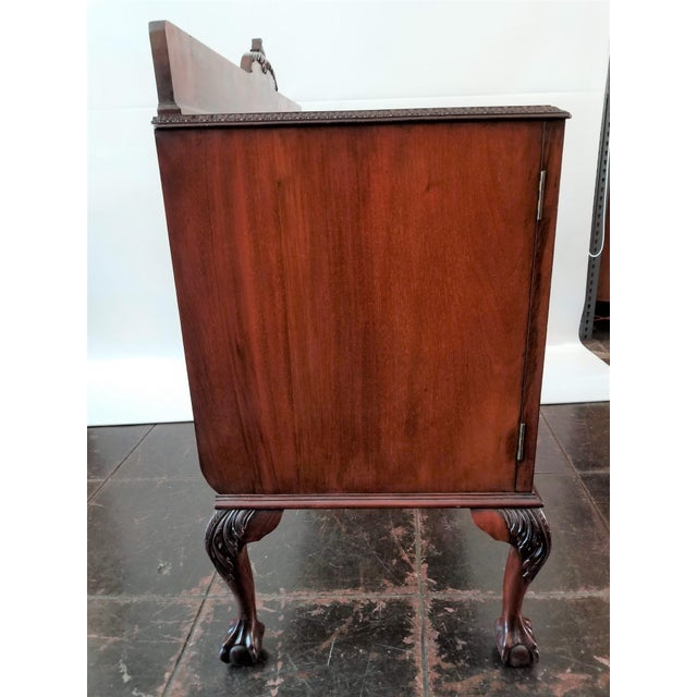 1898-1920 Cole Brothers Ltd. England Chippendale Revival Mahogany Sideboard For Sale In San Diego - Image 6 of 13