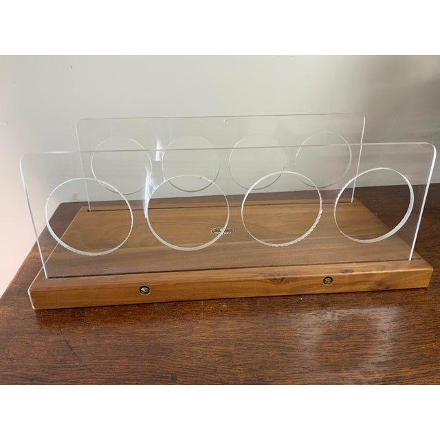 Vintage Mid-Century Lucite and Walnut Wood 4 Bottle Holder and Cutting Board For Sale - Image 4 of 7
