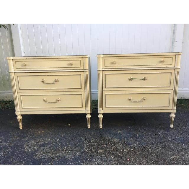 Regency 1970's Vintage Neoaclassical Thomasville Nightstands-A Pair For Sale - Image 3 of 13