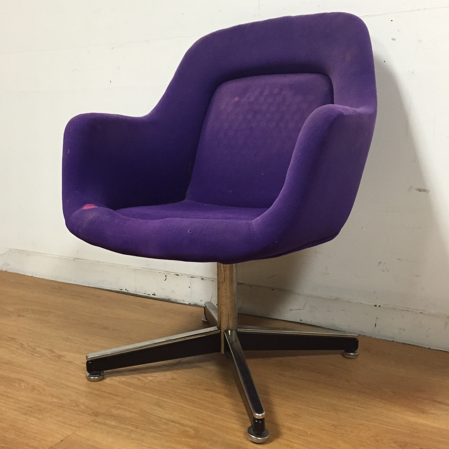 A Purple Swivel Office Desk Chair Designed By Max Pearson For Knoll  International. Seat Height