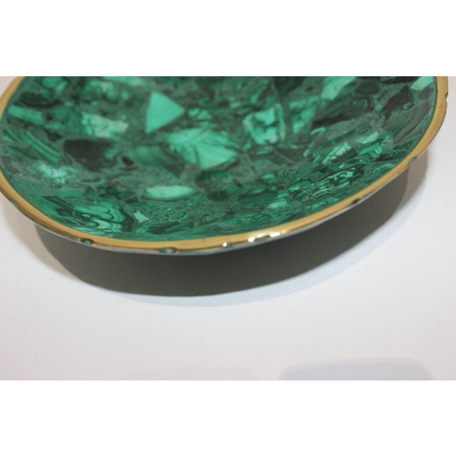 Hand-Crafted Malachite Bowl With Scalloped Brass Edging For Sale In West Palm - Image 6 of 12