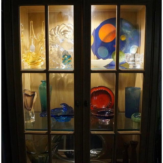 1980s 1980s Hollywood Regency Bernhardt Display Cabinet For Sale - Image 5 of 12