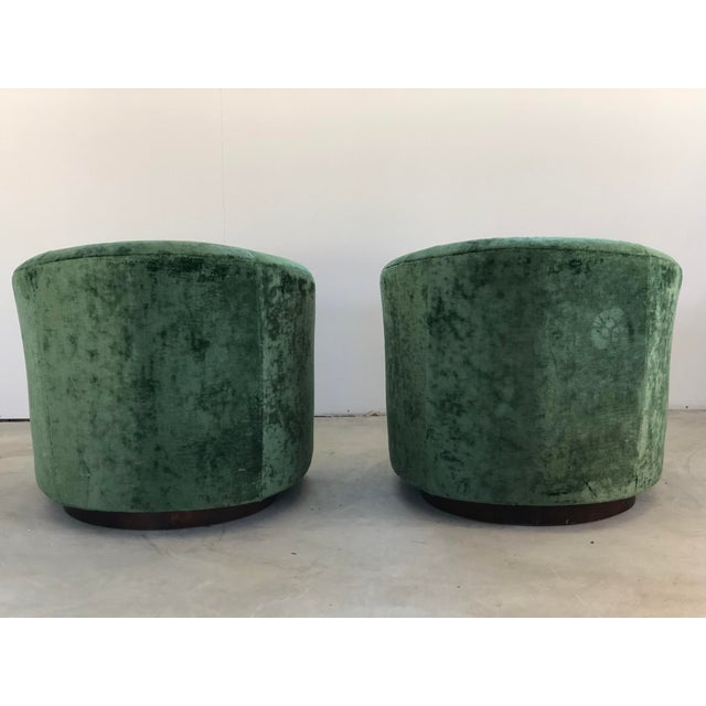 1970s Vintage Milo Baughman Like Swivel Chairs- A Pair For Sale - Image 4 of 7