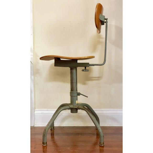 1930s 1930s Vintage Industrial Singer Sewing Machine Chair For Sale - Image 5 of 11