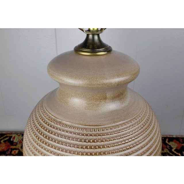 Bitossi 1970s Italian Incised Pottery Table Lamp For Sale - Image 4 of 13