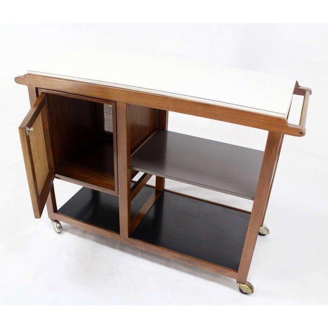 Mid-Century Modern Flip-Top Walnut Serving Cart For Sale In New York - Image 6 of 9