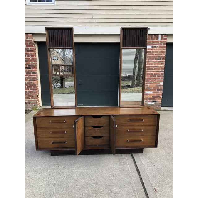 This mid century modern Lane credenza is amazing and made of rosewood and walnut. It has original mirrors. They can...