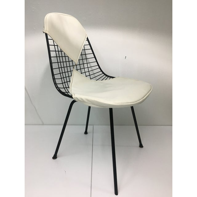 Mid-Century Modern Vintage White on Black D K R Bikini Chair by Charles Eames for Herman Miller For Sale - Image 3 of 13