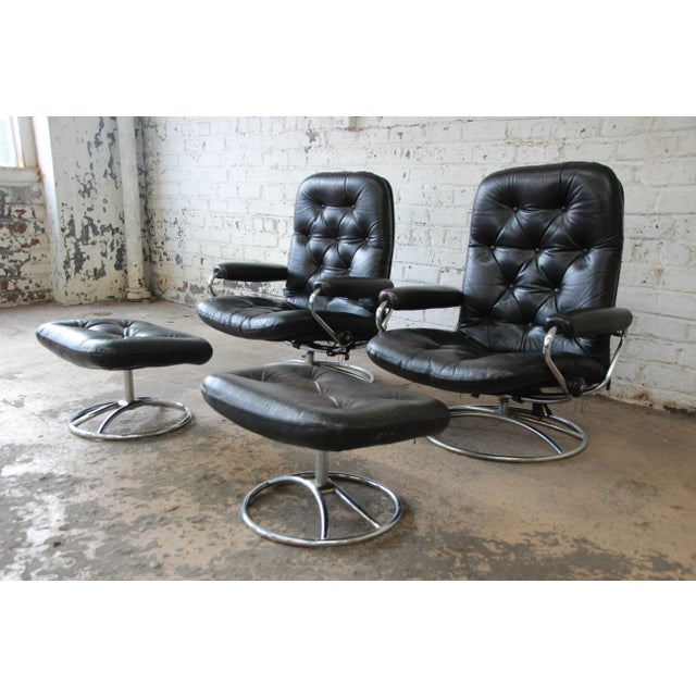 Offering a very nice and comfortable pair of vintage Ekornes Stressless lounge chairs and ottomans in black leather. The...