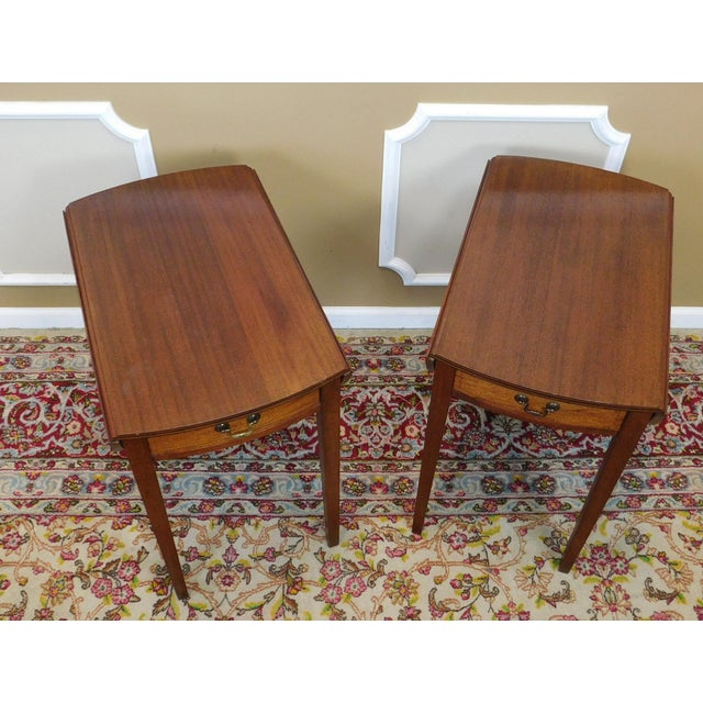 Vintage Federal Style Pembroke Drop Leaf End Tables - Pair For Sale In New York - Image 6 of 9