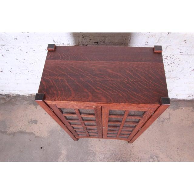 Wood American Arts & Crafts Period Quartersawn Oak Bookcase, Circa 1900 For Sale - Image 7 of 9