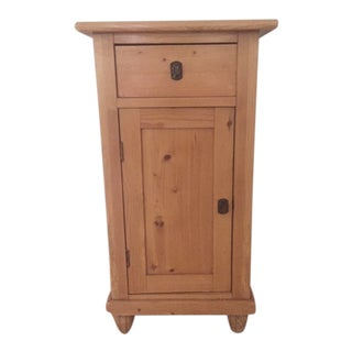 1900 - 1909 Vintage Scrubbed Pine Stand For Sale