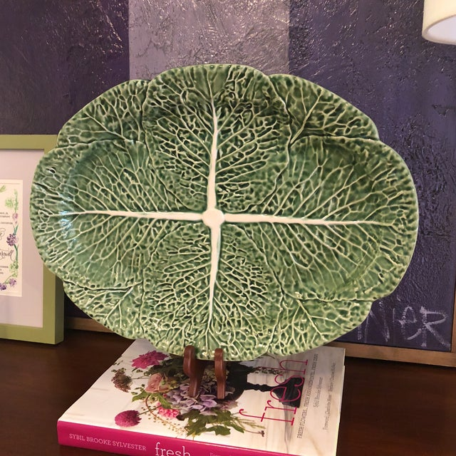1900s Traditional Oval Cabbage Leaf Platter For Sale - Image 5 of 10