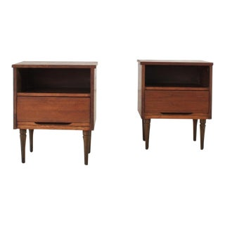 Pair of Walnut Nightstands For Sale