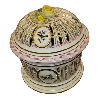 Herend Queen Victoria Pattern Lattice Hand Painted Bird Bowl With Lid For Sale
