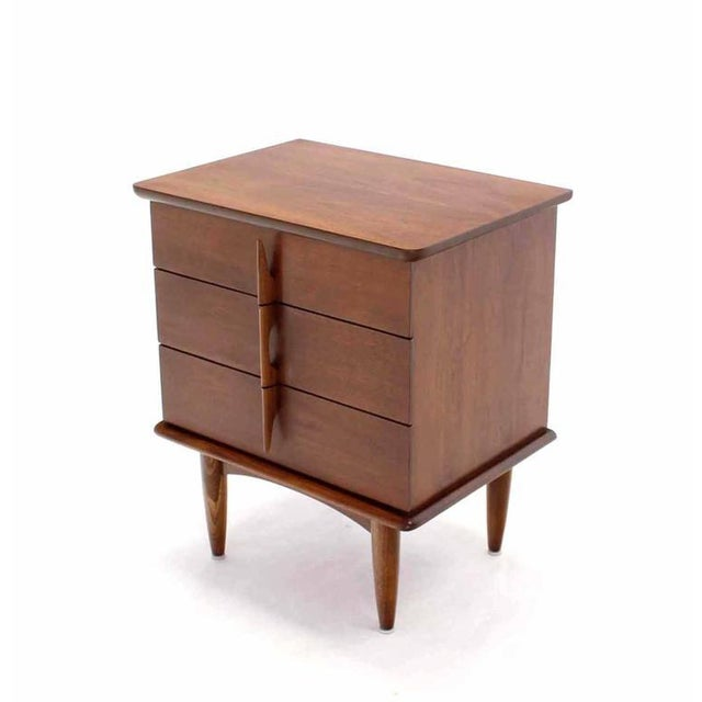 Very nice Mid Century Modern walnut three-drawer petit chest end table or nightstand.