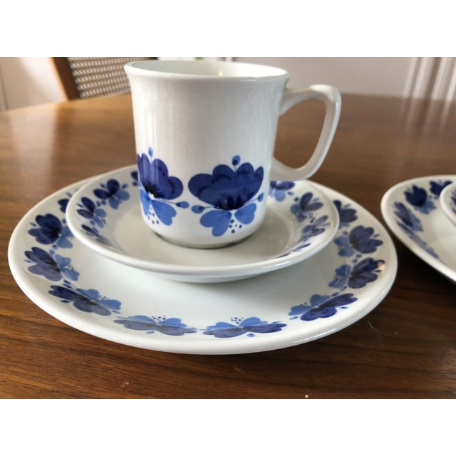 Mid-Century Modern Stavangerflint by Rolf Froyland Cups, Saucers, and Small Plates - Set of 12 For Sale - Image 3 of 10