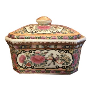 Chinoiserie Canton Handpainted Trinket Storage Box For Sale