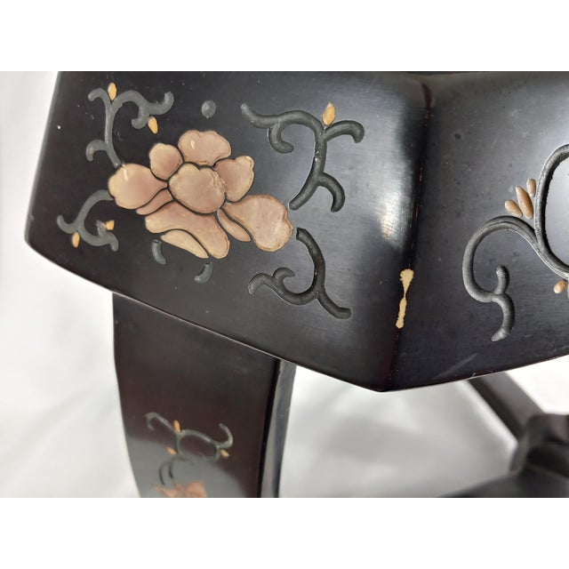 1950s Chinoiserie Jappaned Lacquered Side Tables - a Pair For Sale In Buffalo - Image 6 of 10