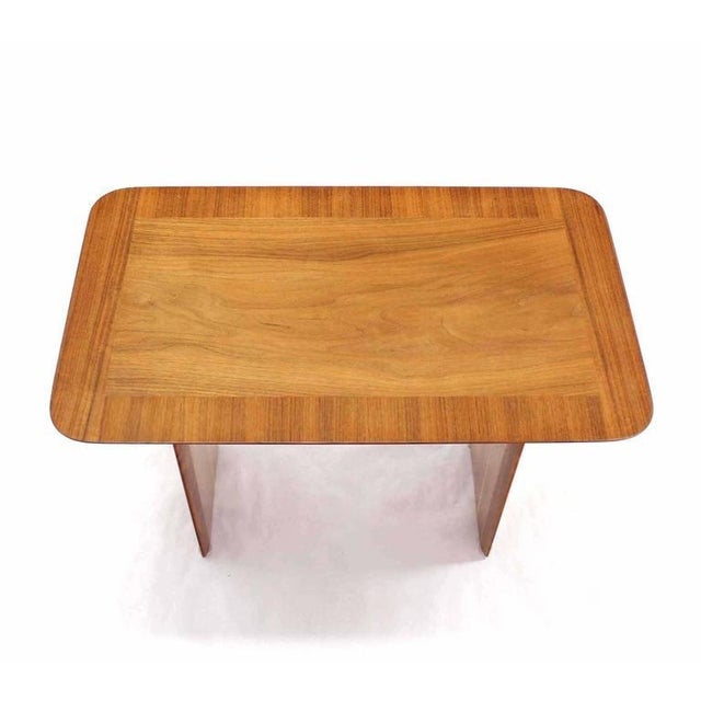 Early 20th Century Widdicomb Banded Mid Century Modern Side Table Tapered Walnut Leg For Sale - Image 5 of 7