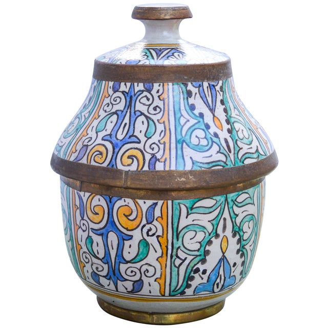Moroccan Moroccan Ceramic Lidded Bowl With Arabesque For Sale - Image 3 of 12