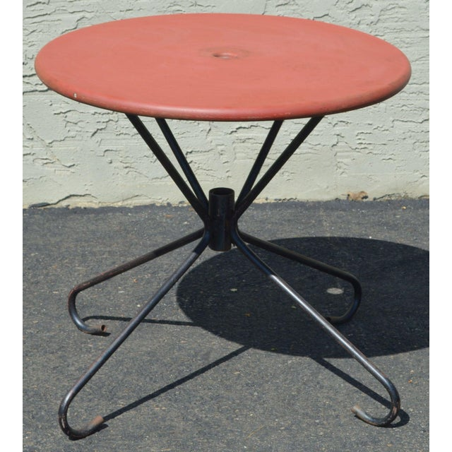 1970s Art Deco Style Vintage Clamshell Set 4 Metal Lawn Chairs and Table Patio Set For Sale - Image 5 of 13