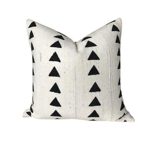 Arrow Print Ivory Mudcloth Pillow Cover For Sale