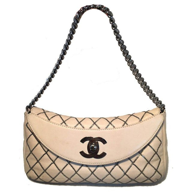 Chanel Chanel Beige Leather Gunmetal Chain Quilted Classic Flap Shoulder Bag For Sale - Image 4 of 13