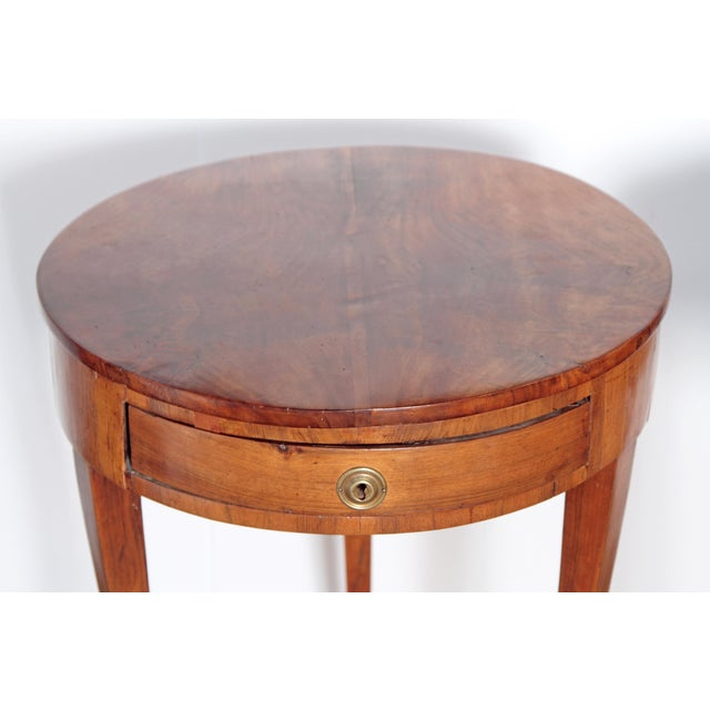 Pair of Early 19th Century Walnut Gueridons - Image 4 of 8