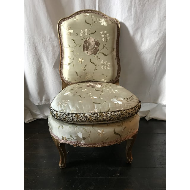 Light Gray Pale Gray Floral Embroidered Silk French Slipper Chair For Sale - Image 8 of 8