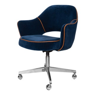 Saarinen for Knoll Executive Arm Chair in Mohair & Leather, Swivel Base For Sale