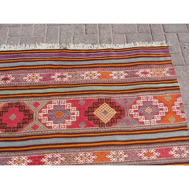 "Vintage Turkish Kilim Rug - 5'5"" x 8'7"" For Sale - Image 5 of 11"