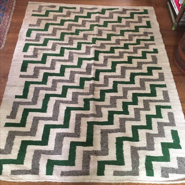 Green & White Wool Flat-Weave Rug - 4′3″ × 5′6″ - Image 5 of 6