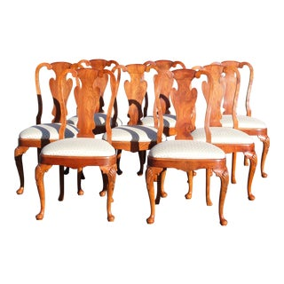Vintage Set of 8 Traditional Queen Anne Style Dining Chairs For Sale