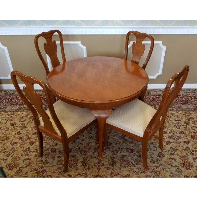 1990s Carleton Oak Drexel Heritage Queen Anne Round Dining