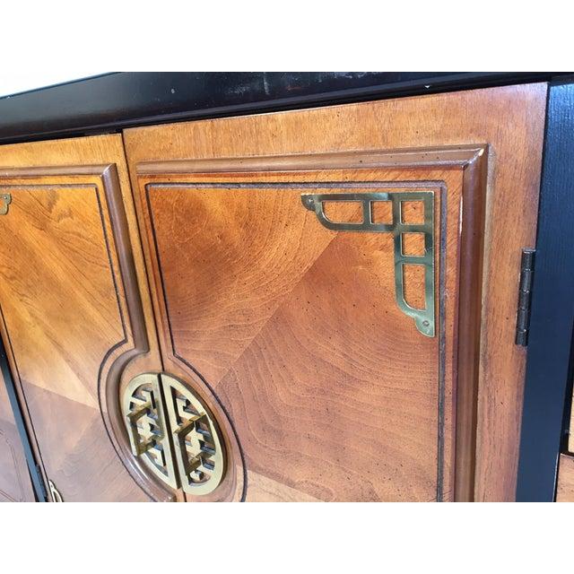 Bassett Bassett Hollywood Regency Asian Chinoiserie 9 Drawer Dresser For Sale - Image 4 of 7