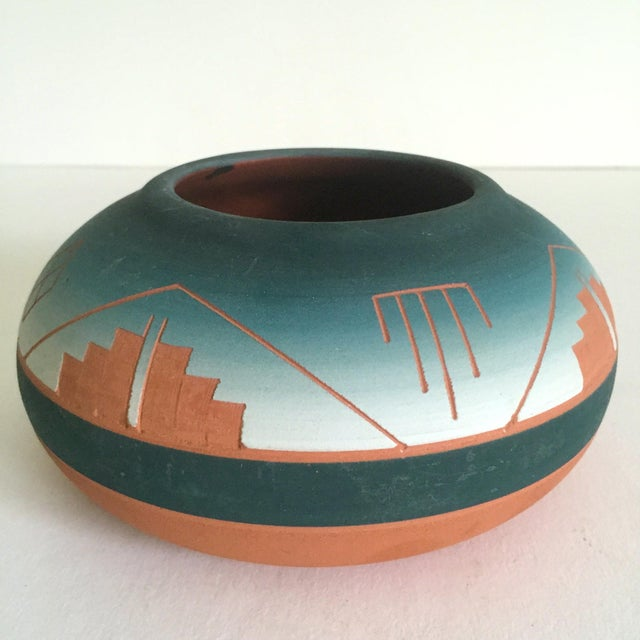 Vintage Signed Native American Sioux Swallow Teal Ombre Terra Cotta Etched Vase - Image 2 of 11