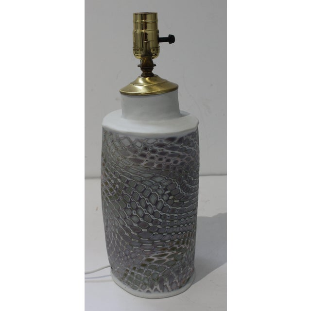Late 20th Century Vintage Artisan Table Lamp With Feathered Violet Hue Pattern For Sale - Image 5 of 10