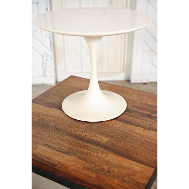 Mid-Century Modern Saarinen-Style Tulip Side Table - Image 7 of 8